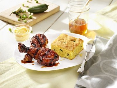 Chicken Drumsticks with Jalapeño Cornbread
